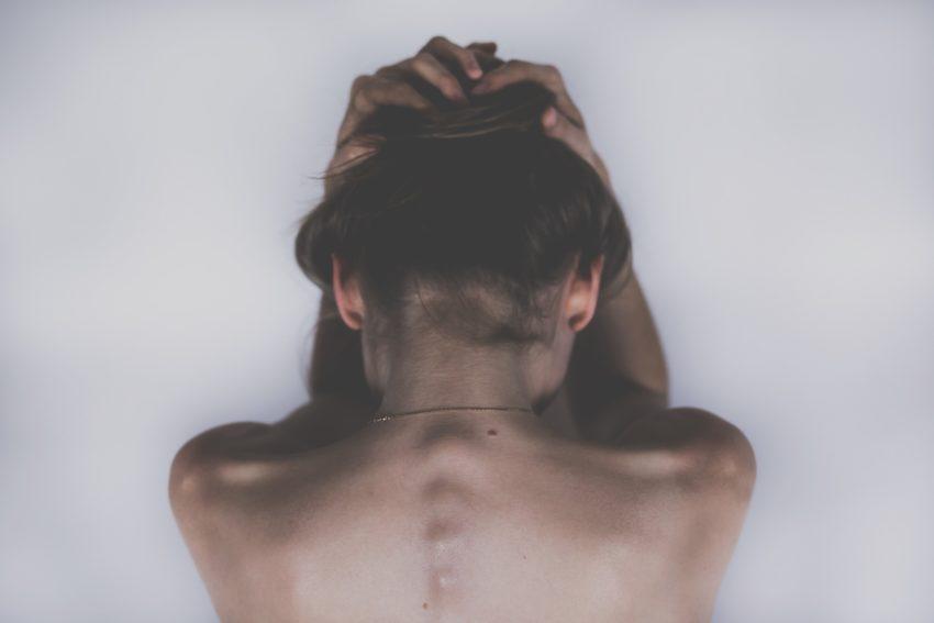 cbd olie / cannabis olie mod smerter bilde af dame